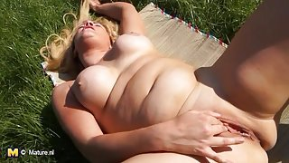 Solo mom in the grass rubbing her wet cunt