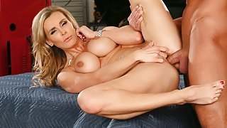 Tanya Tate squeezes her big...