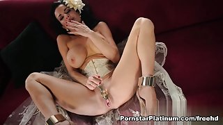 Veronica Avluv in Playing in White