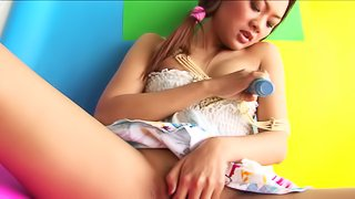 Tempting Japanese chick decides to penetrate herself with a kinky toy