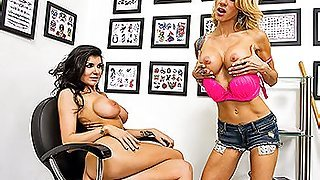 Freaky lesbo action with a strapon