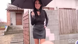 Anissa Kate sells her House with a Perfect POV Blowjob
