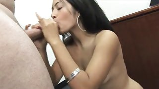 Office hotty receives her bush team-fucked