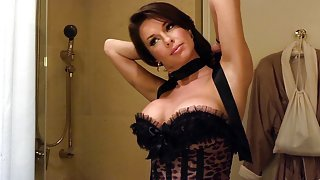 Veronica Avluv wears expensive black...