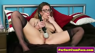 Cumloving british babe toys pussy before bj