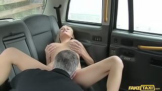 American MILF Fucked in London Cab