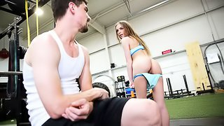 Stepsister seduces her stepbro while he works out in the gym.