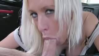 Lexi fucks in her anal with taxi driver