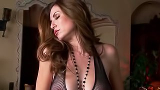 Sexy babe plays with her wet cunt