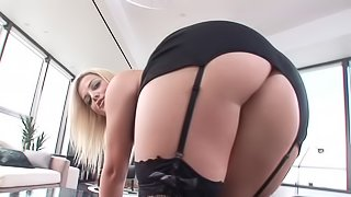 Awesome blonde Alexis Texas enjoys sucking and riding a wang