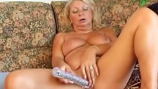 Mommy Peggy yo fucks her anal with dildo