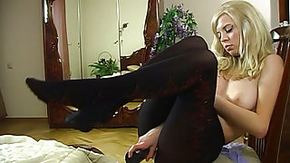 EPantyhoseLand Movie: Paulina A