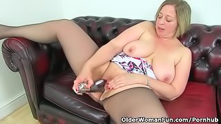 English milf Shooting Star dildos her luscious cunt for us