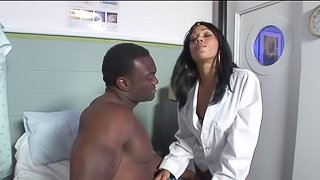 Two ebony pornstars fucked and creamed after BJ in foursome