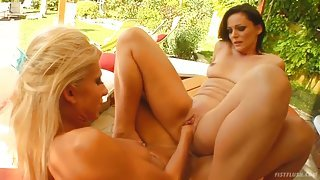 Sexy cuties orgasm together outdoors