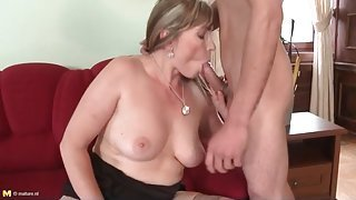 Skinny young guy blown by hot mom