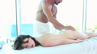 Hunky masseur fucks his big cock into a skinny client
