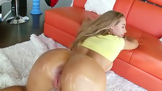 Gorgeous lady enjoys every inch of her outstanding fucker