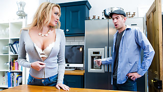 Amber Jayne & Danny D in Dont Fuck The Mother-In-Law - Brazzers