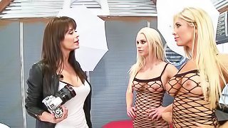 Three lesbians are fucking each other