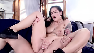 Sexy amateur is getting a creampie in her sexy slutty face