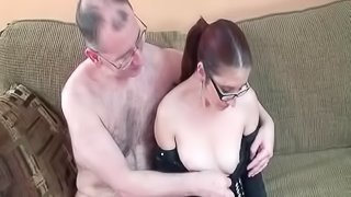 Mature amateur couple sets up the camera and makes a fuck tape