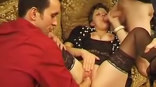Mature amateur brunette gets her cunt fisted and fucked