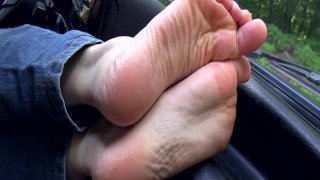 Car feet footplay