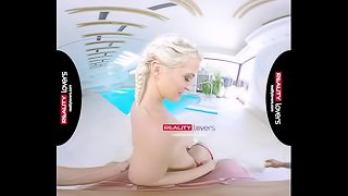 RealityLovers - Pigtailed Teen Nicole piscine et fun