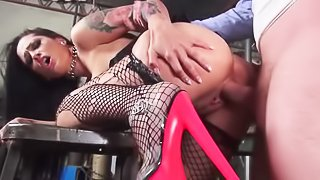 Horny chick is getting penetrated