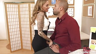 Juelz Ventura & Karlo Karrera in Naughty Office
